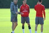Wenger: Cầu thủ Arsenal phải