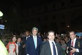 Bí thư Thăng và Ngoại trưởng Kerry rời tòa nhà Bitexco