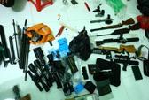 Giấu hơn 10 cây súng, hàng trăm viên đạn trong nhà