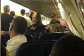 Hành khách đánh nhau, máy bay hạ cánh khẩn cấp