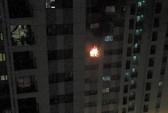 Cháy tầng 8 chung cư Linh Đàm, người dân tháo chạy giữa đêm