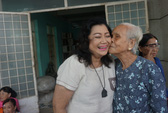 NSND Kim Cương trao 100 suất mổ mắt cho người nghèo
