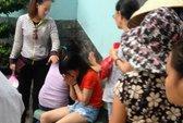 Cha mẹ ngây dại bên thi thể bé gái 13 tháng tuổi
