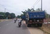Dân chặn đường xe ben gây ô nhiễm môi trường