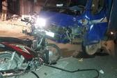Xe máy đấu đầu ô tô sau ăn cưới, 4 người thương vong