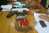 """Bắt trùm bán ma túy thủ cả """"kho"""" súng K59, súng AK, lựu đạn"""