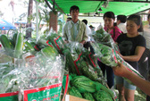 Chợ phiên nông sản thu hút người mua