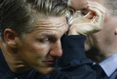 Mourinho gây sốc khi không bỏ rơi Schweinsteiger