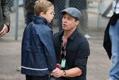 Brad Pitt xúc động gặp lại 6 con