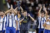 Porto loại chủ nhà AS Roma bằng hai thẻ đỏ