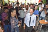 Danh ca Khánh Ly hội ngộ Trần Anh Hùng trên đường sách