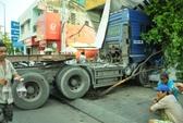"""Xe container """"làm xiếc"""" ở trung tâm Sài Gòn"""