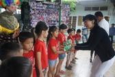 Ca sĩ Lệ Thu (Nguyễn) mang niềm vui cho trẻ em bất hạnh