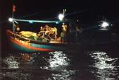 Cứu tàu cá cùng 9 ngư dân gặp nạn trên biển