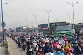 3 ô tô dính chùm, xa lộ Hà Nội kẹt cứng