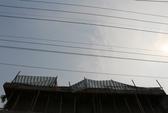 Đứng hàn trên mái nhà, thợ hàn bị điện phóng tử vong