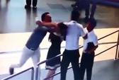 Xử phạt người ngăn cản đánh nữ nhân viên hàng không là phản cảm