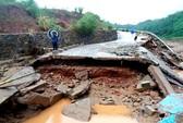 Cầu sập, hơn 100 hộ dân bị cô lập