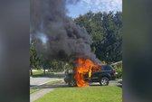 Galaxy Note 7 phát nổ, thiêu rụi xe Jeep