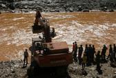Vụ Sông Bung 2: Đang vớt một thi thể trên sông Bung