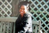 Nghịch súng, bé trai 2 tuổi bắn chết mẹ