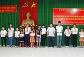Bà Rịa - Vũng Tàu: Bộ đội đỡ đầu cho 50 học sinh nghèo