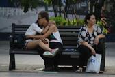 Hình ảnh không đẹp trên phố đi bộ Nguyễn Huệ