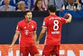 Lewandowski tỏa sáng, Bayern độc chiếm Bundesliga