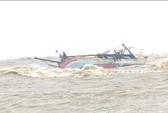 Tàu cá bị chìm, 7 ngư dân rơi xuống sông