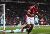 Martial giải cứu Man United, Arsenal chết chìm ở Emirates