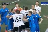 Nga: Cầu thủ đánh nhau như đấu vật