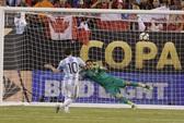 Messi hỏng 11 m, Argentina 23 năm chưa vô địch Copa