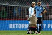 Messi lại bị fan