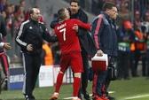 HLV Simeone bóp cổ Ribery, tát trọng tài bàn
