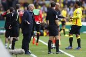 Mourinho gay gắt với trọng tài sau trận thua Watford