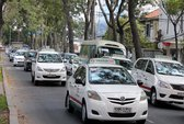Đề xuất thí điểm 100 xe taxi chạy bằng điện tại TPHCM