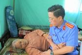 Thăm và chúc sức khỏe mẹ Việt Nam anh hùng