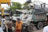 Kinh hoàng xe tải lao thẳng vào nhà dân