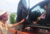 Nữ tài xế cố thủ trong xe hơi là giám đốc doanh nghiệp