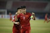 Việt Nam thắng Campuchia nghẹt thở trong thế thua người