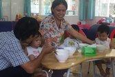 Giữ trẻ 6 tháng: Thiếu người nuôi dưỡng
