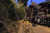 Xe tải lật, Quốc lộ 1 qua Thủ Đức kẹt cứng