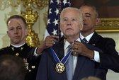 Ông Biden rơi nước mắt nhận