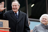 Cả vợ chồng ông Bush