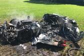 Xế sang Ferrari vừa mua được 1 giờ đã cháy rụi