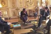 Chó cưng của tổng thống Pháp làm 3 quốc vụ khanh