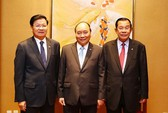 Thủ tướng Nguyễn Xuân Phúc ăn sáng làm việc với Thủ tướng Lào, Campuchia