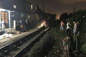 Ngồi giữa đường ray, người đàn ông bị tàu hỏa tông chết
