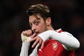 Arsenal với hy vọng mong manh giữ chân Ozil