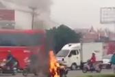 Người tâm thần đốt xe gây náo loạn vòng xoay Tam Hiệp - Biên Hòa